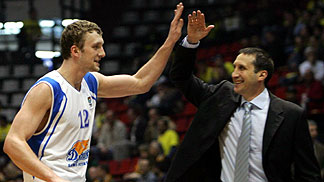 Vladimir Veremeenko (Dynamo St. Petersburg) and his coach David Blatt